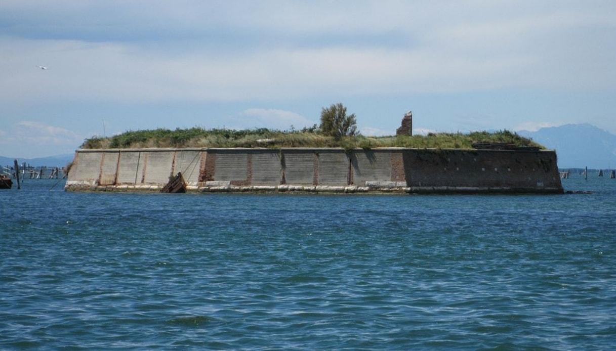 Venezia l'isola ottagonale diventerà un glamping eco-chic