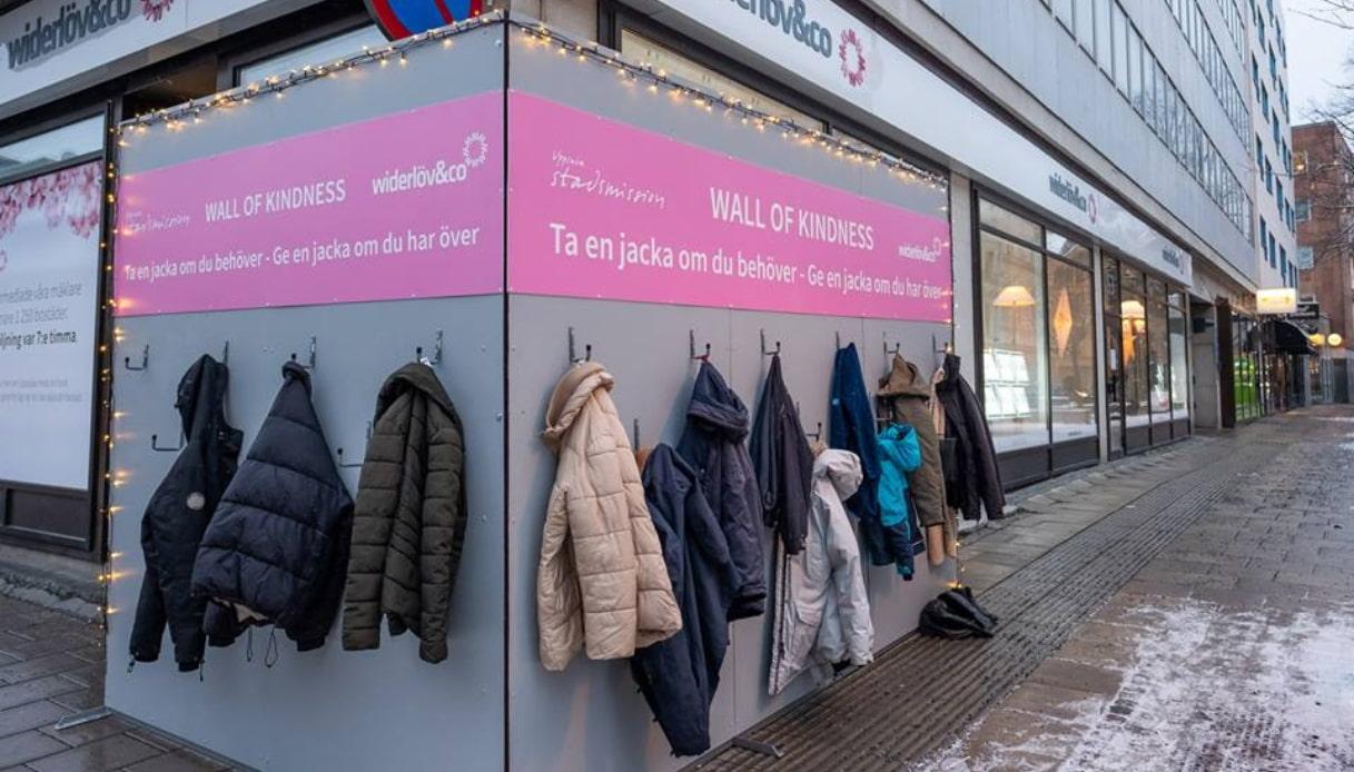 Se hai freddo in Svezia c'è il muro della gentilezza