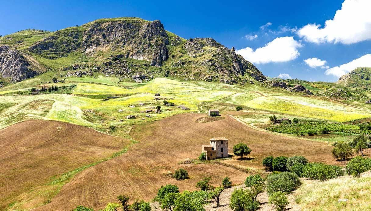 agrigento-campagna-sicilia-treno