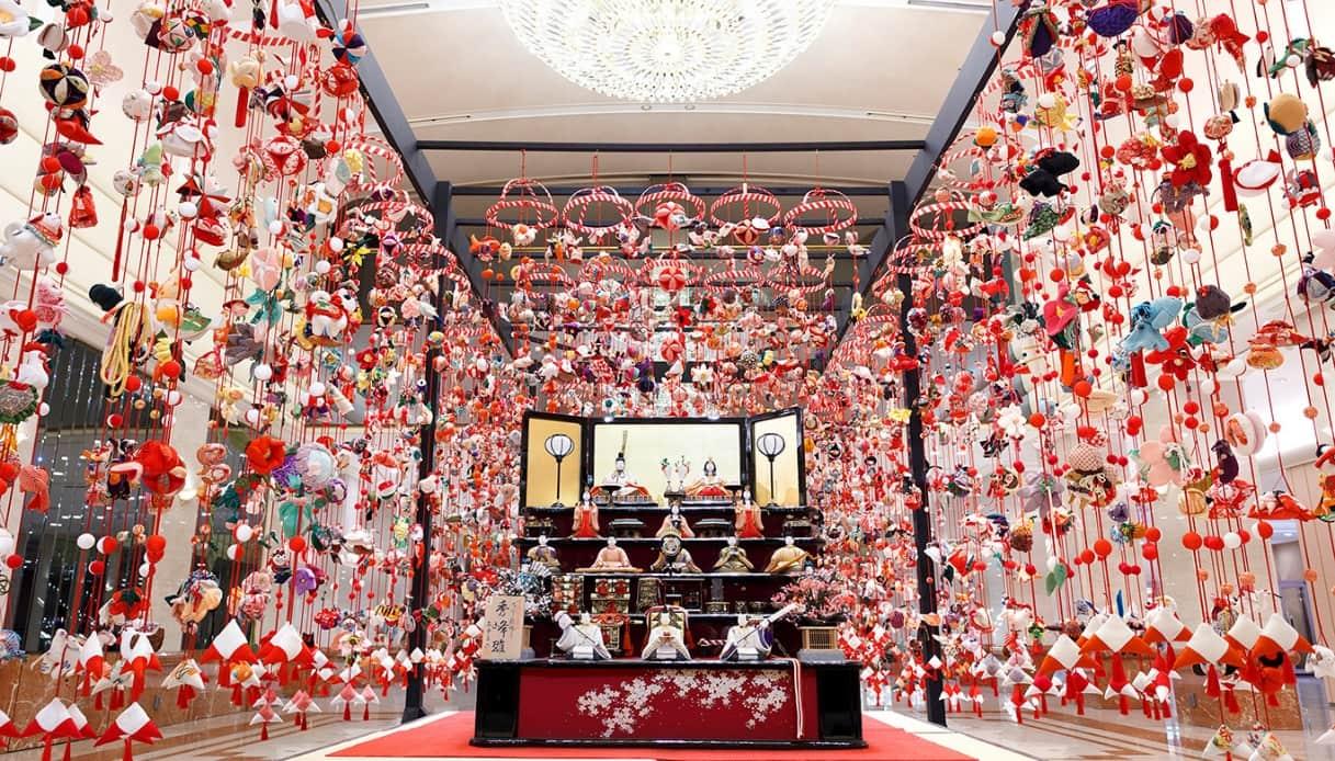 Il Giappone si tinge di rosa e di rosso per la Festa delle Bambole