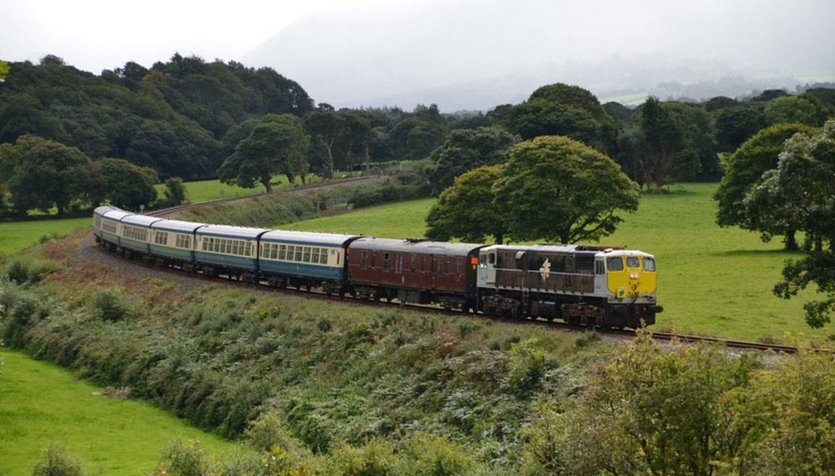 Il treno a vapore che tocca i luoghi più belli d'Irlanda