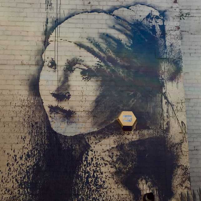The_Girl_with_the_Pierced_Eardrum-bansky
