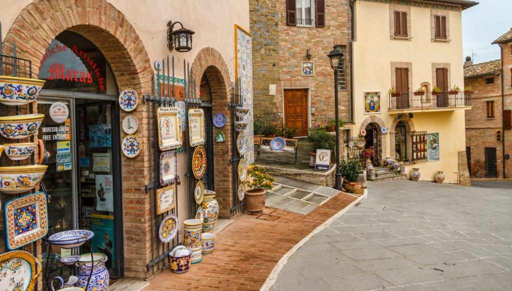 Deruta, il borgo dell'Umbria che celebra la ceramica