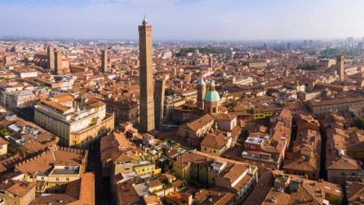 Bologna, tour tra i misteri della città