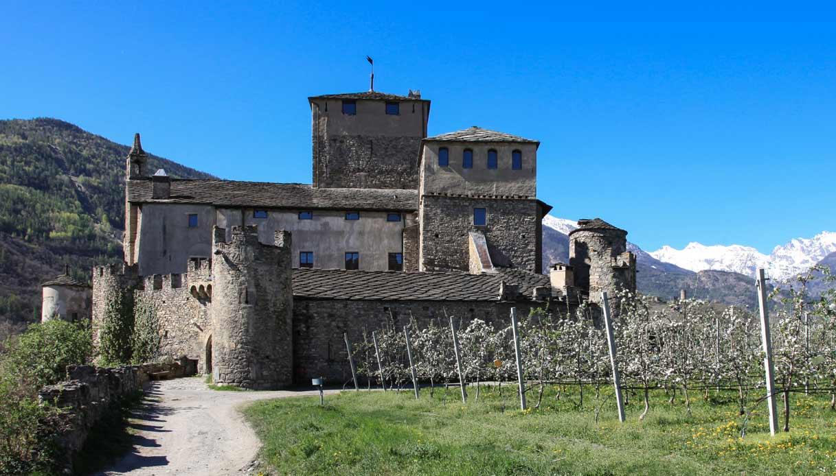 chateau-Sarriod-de-La-Tour