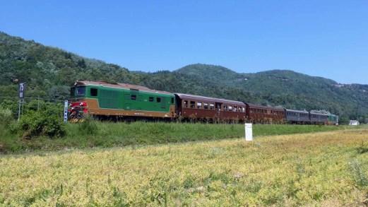 Lungo la Ferrovia del Tanaro, l'unico treno turistico del Piemonte