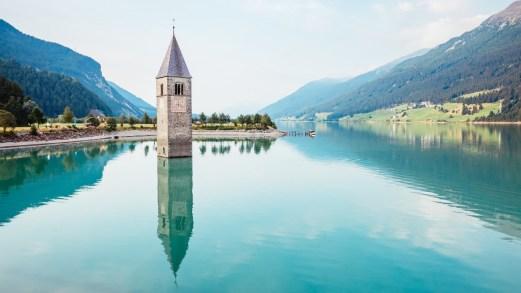 La spettrale Curon, la location dell'Alto Adige della nuova serie Netflix