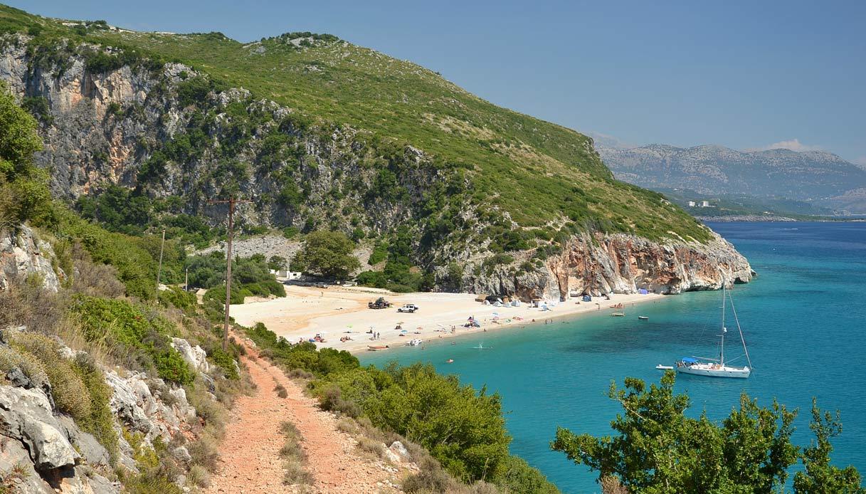 albania-spiaggia-Gjipe-sentiero
