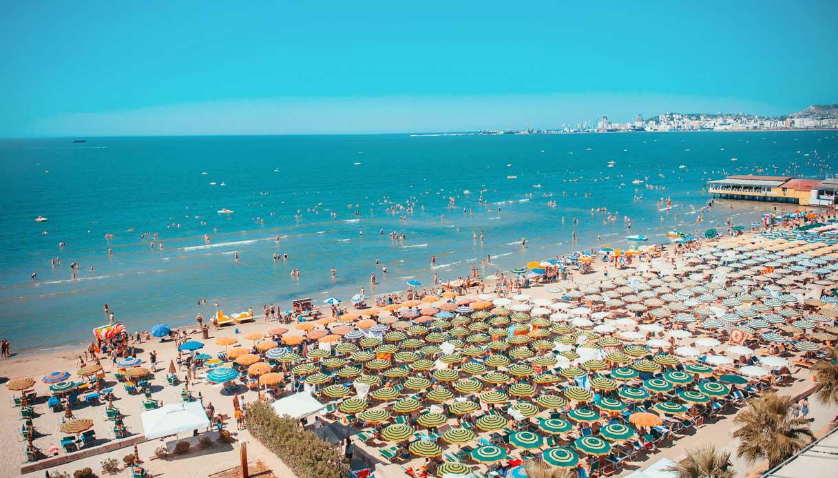 durazzo-albania-spiaggia-affollata
