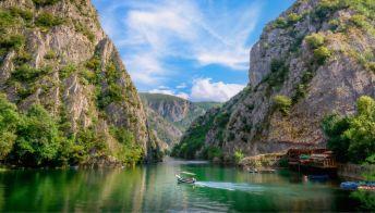 Vacanze avventura, lo spettacolare Canyon Matka nella Macedonia del Nord