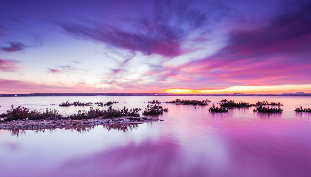 Anche la Spagna ha il suo lago rosa: è la laguna di Torrevieja