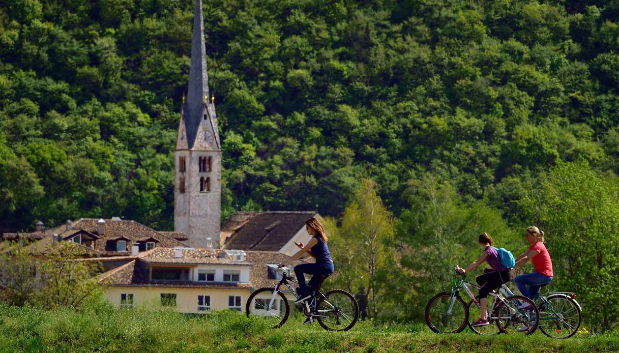 egna-bicicletta-strada-vino-alto-adige