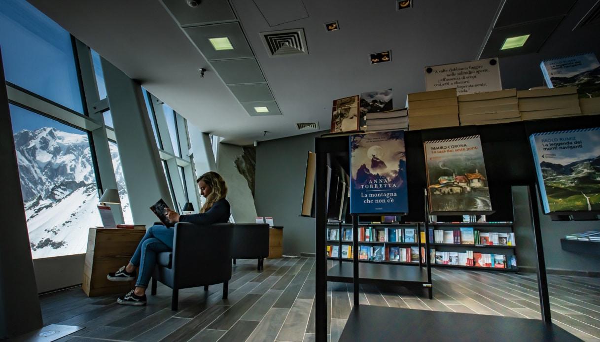 L'interno della libreria più alta del mondo