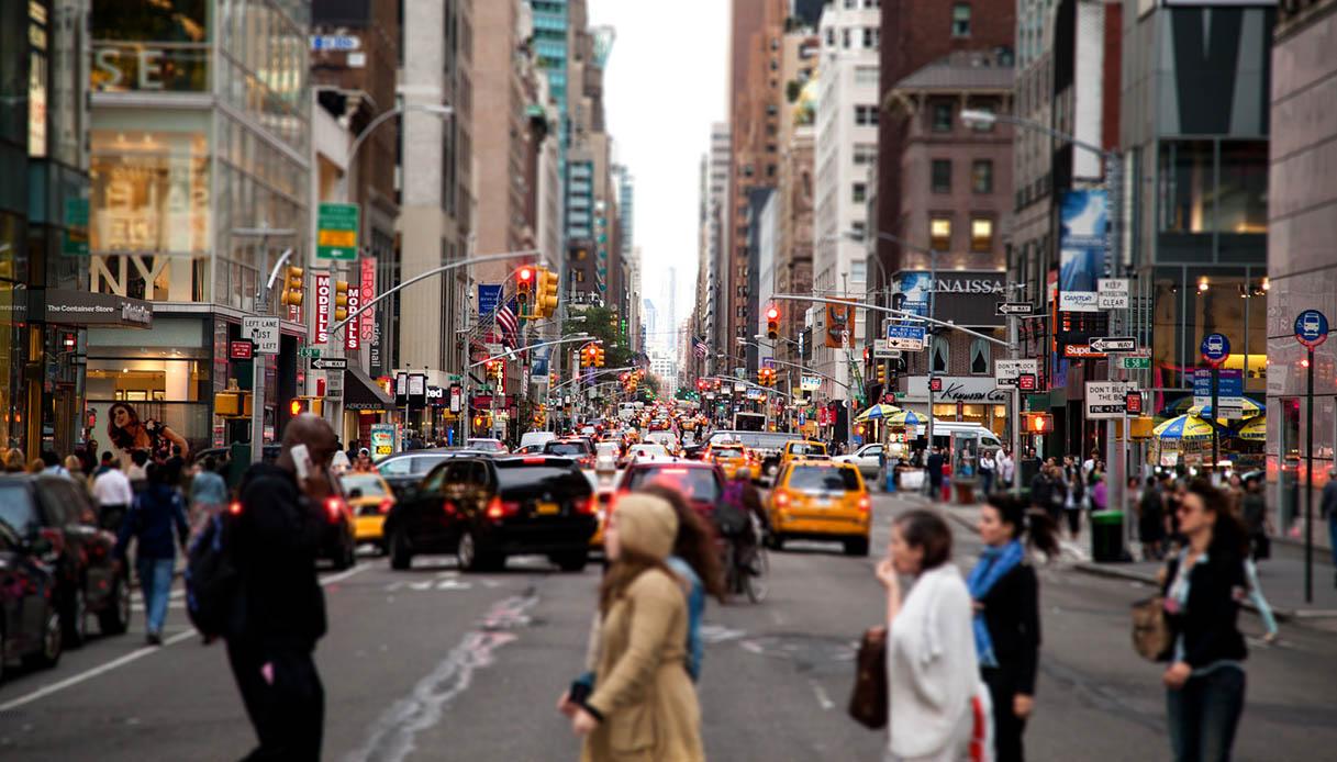 New York, proibito stare al cellulare quando si attraversa la strada