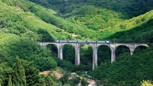 Attraversare l'Appennino Tosco Emiliano, a bordo di treni storici