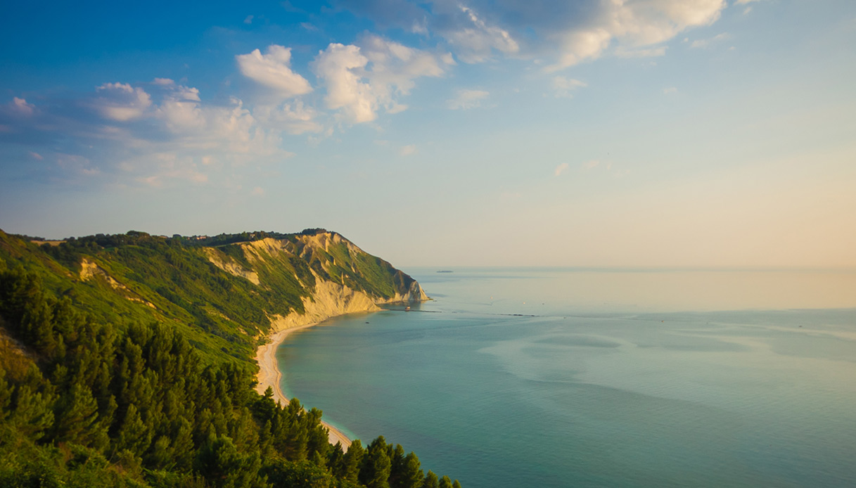 Alla scoperta del Trave di Ancona e della sua spiaggia che incanta
