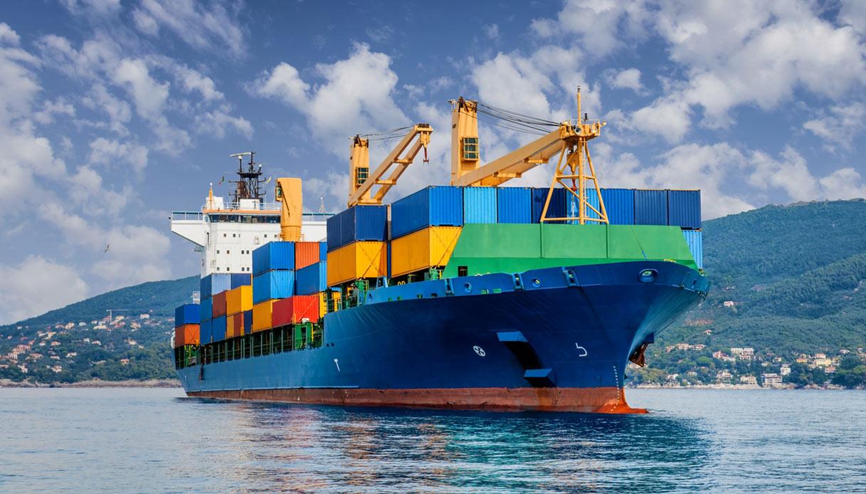Crociere alternative: su una nave da carico per fare il giro del mondo
