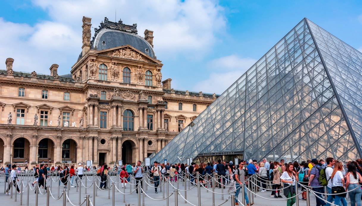 L'ingresso al Louvre e le numerose file