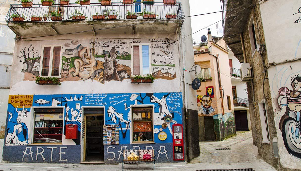 Orgosolo, il paese-museo della Sardegna celebre per i suoi murales |  SiViaggia