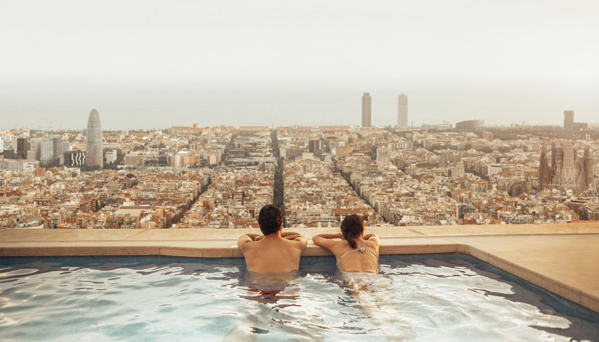 Nelle piscine di Barcellona le donne possono nuotare in topless