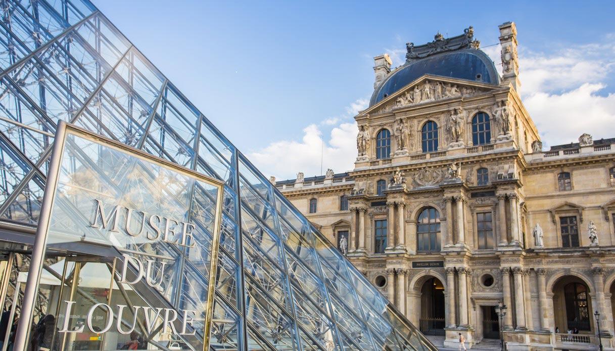 Un particolare della Piramide del Museo del Louvre