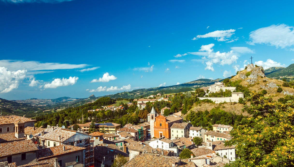 Vista dalla collina del borgo di Pennabilli