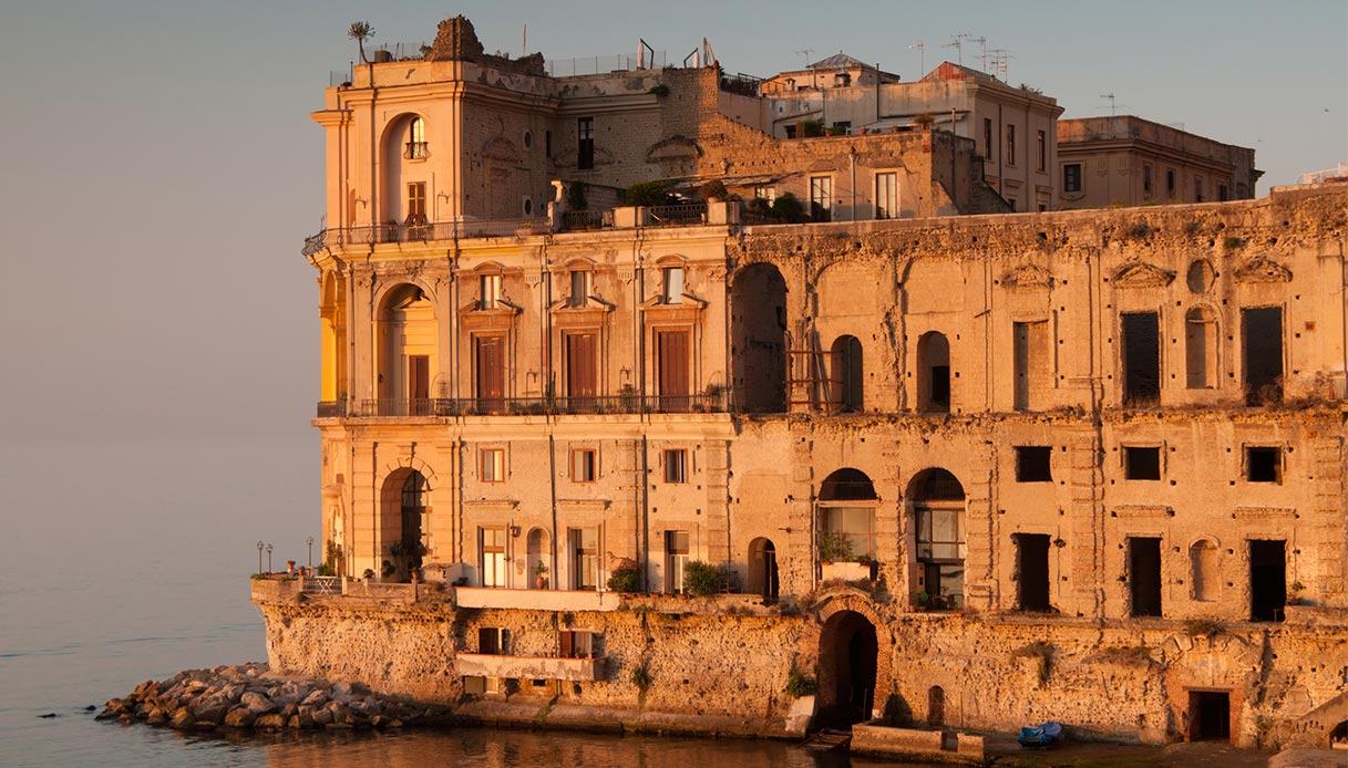 Alba a Napoli