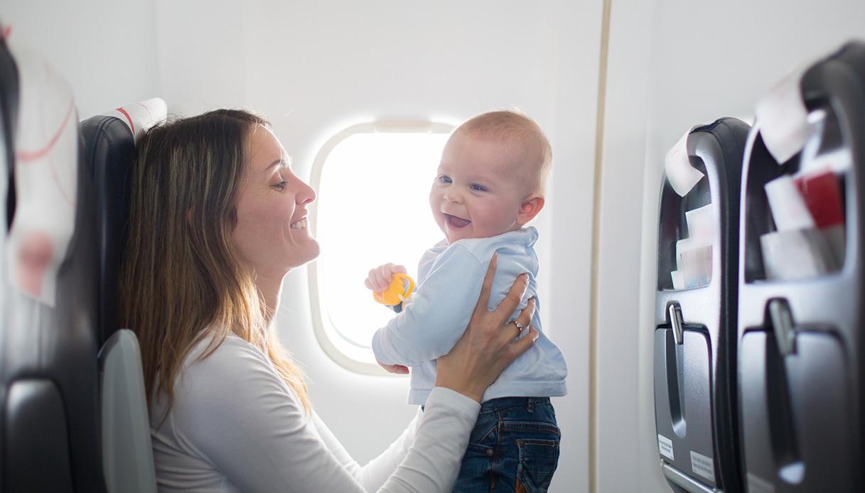 Bambino in volo