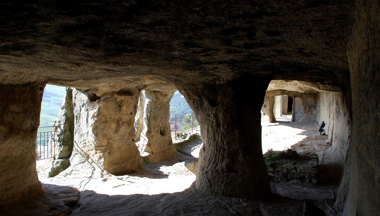 Grotte di Sperlinga