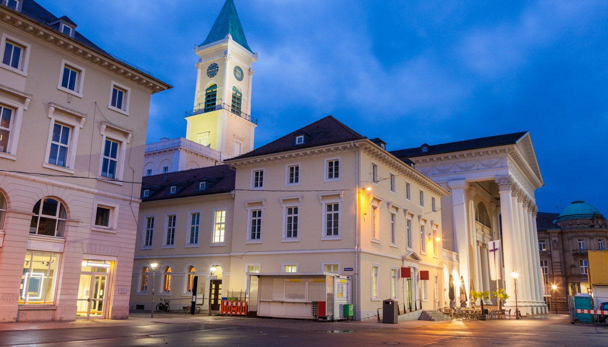 Karlsruhe di sera