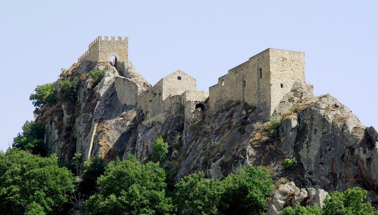 Sperlinga, il borgo siciliano nato dalla roccia