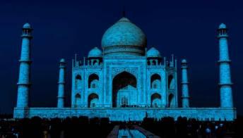 Il Taj Mahal apre di notte per combattere l'overtourism
