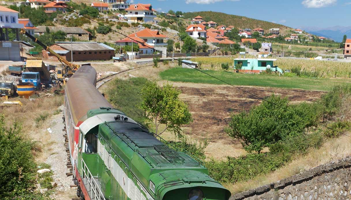treno-albania