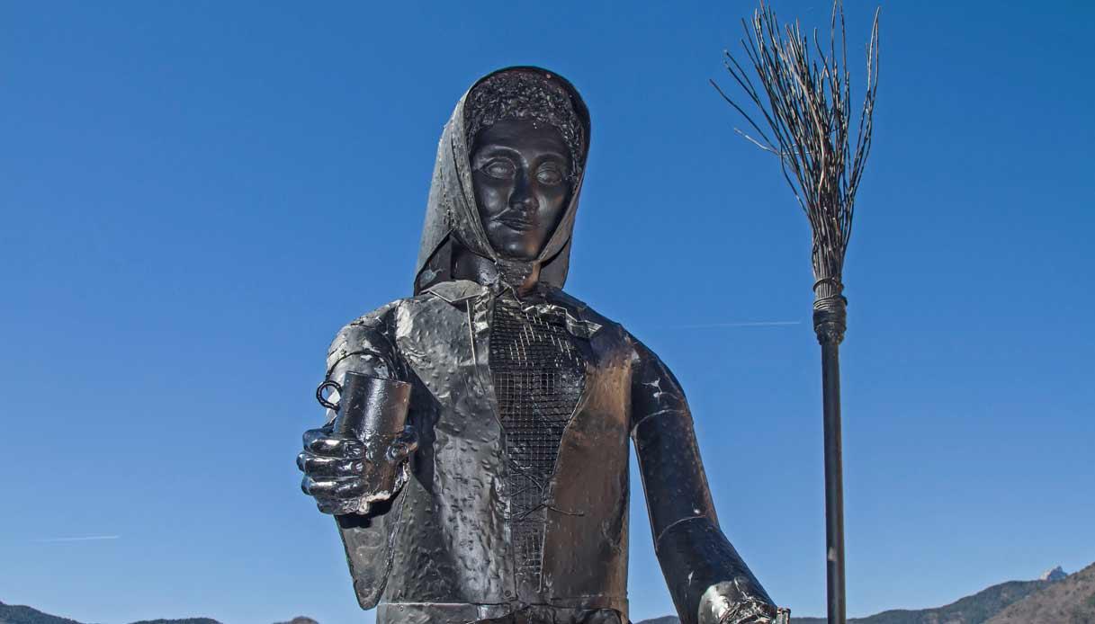 triora-scultura-strega
