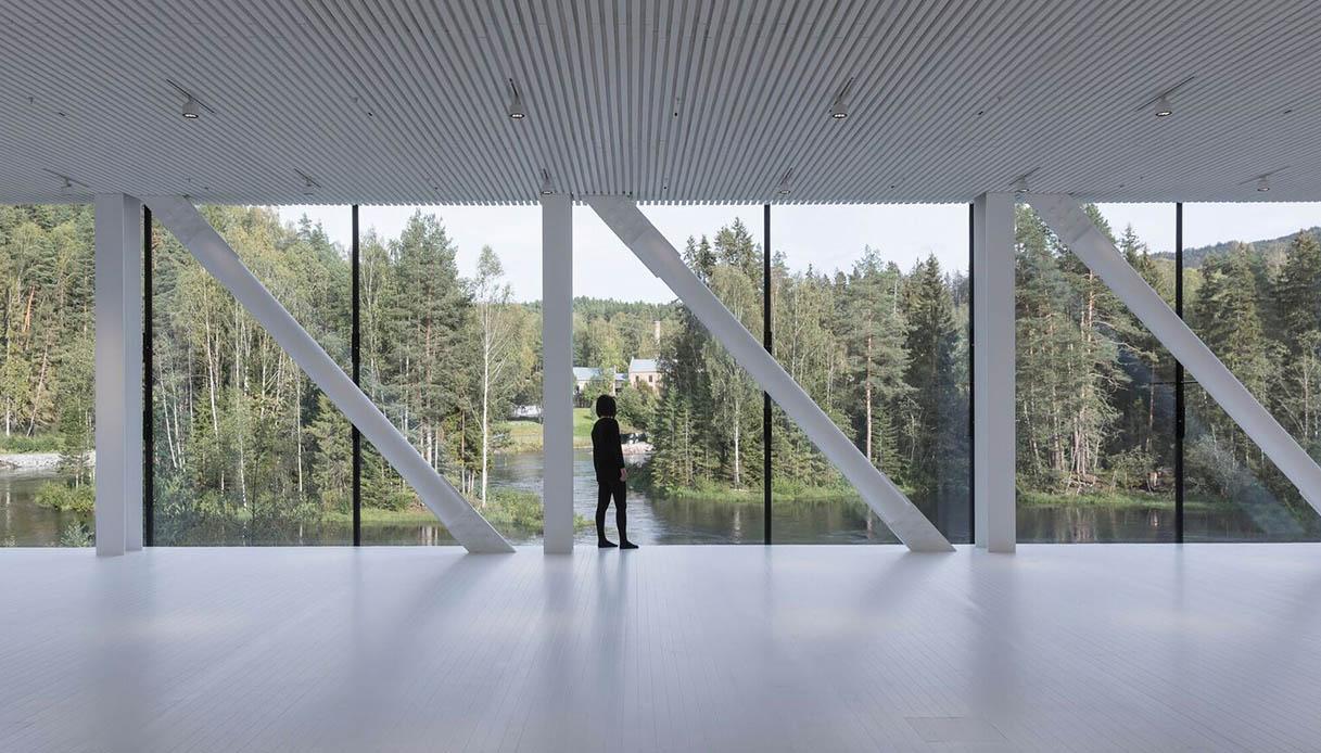 spazio panoramico con vista sulla vecchia cartiera e sul paesaggio boschivo