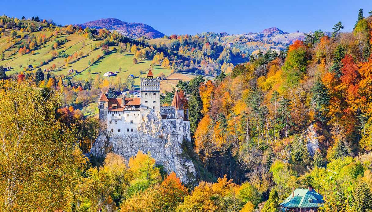 Castello di Bran da lontano