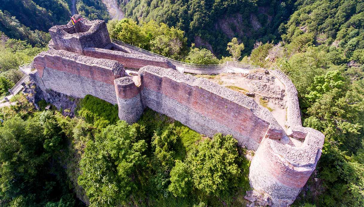 La Fortezza di Poenari, il vero castello del Conte Dracula | SiViaggia