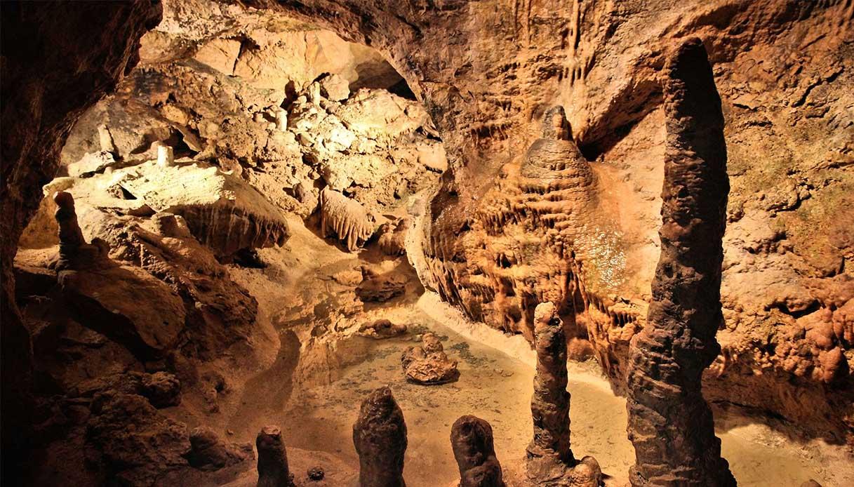Le grotte naturali sulla collina di Budapest