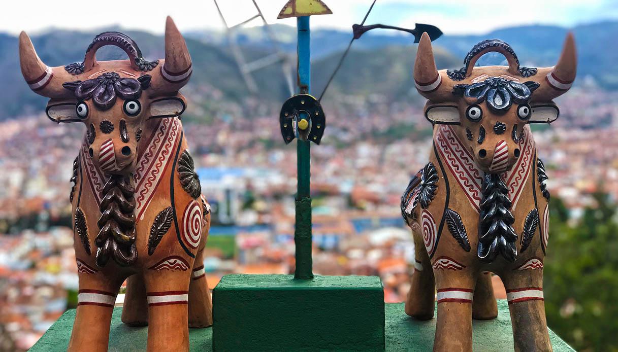 Più di un porta fortuna, cosa sono quelle statuine sui tetti delle case peruviane