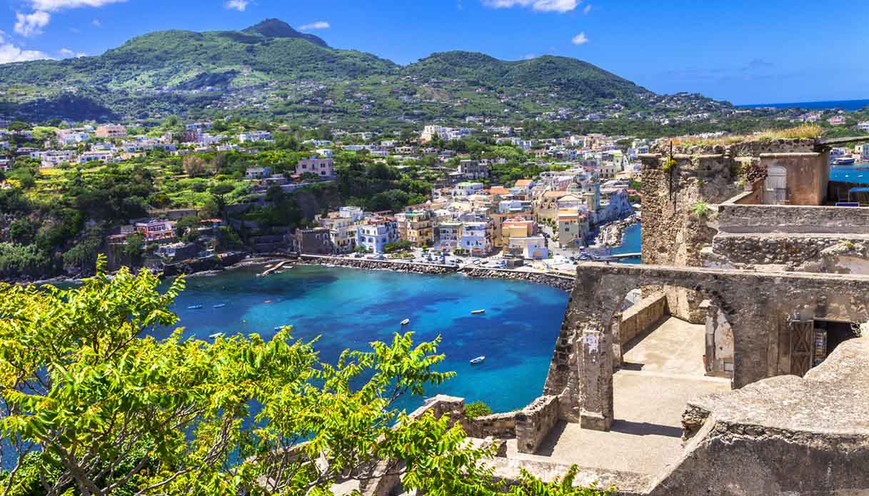 """A Ischia, nei luoghi de """"L'Amica Geniale"""""""