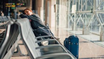 Svelato il trucco per combattere il jet lag nei voli a lungo raggio