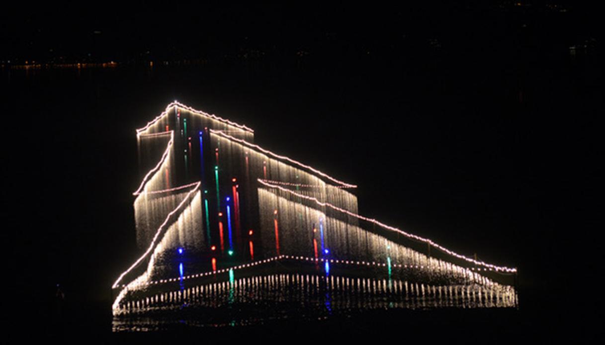 Le luci del Natale si accendono sul Lago Trasimeno. Ed è magia