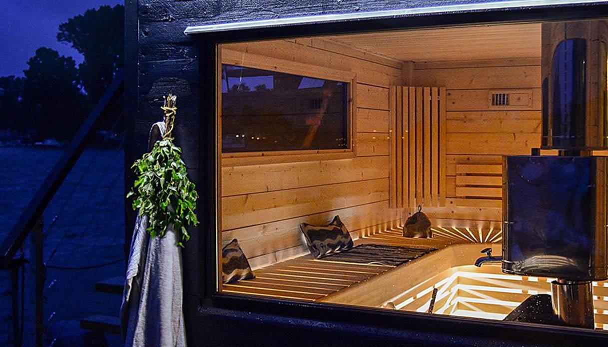 A Berlino ci si scalda sulla sauna galleggiante