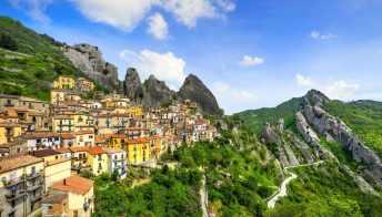 Il borgo di Castelmezzano è tra i luoghi più belli del mondo da vedere