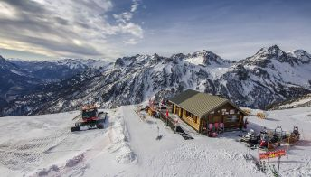 Settimana bianca: 10 mete innevate dove fare passeggiate oltre allo sci