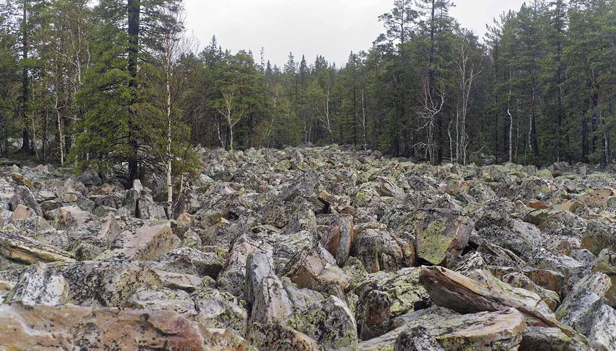 fiume di pietre russia