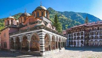 Il monastero di Rila, una cittadella tra le montagne della Bulgaria
