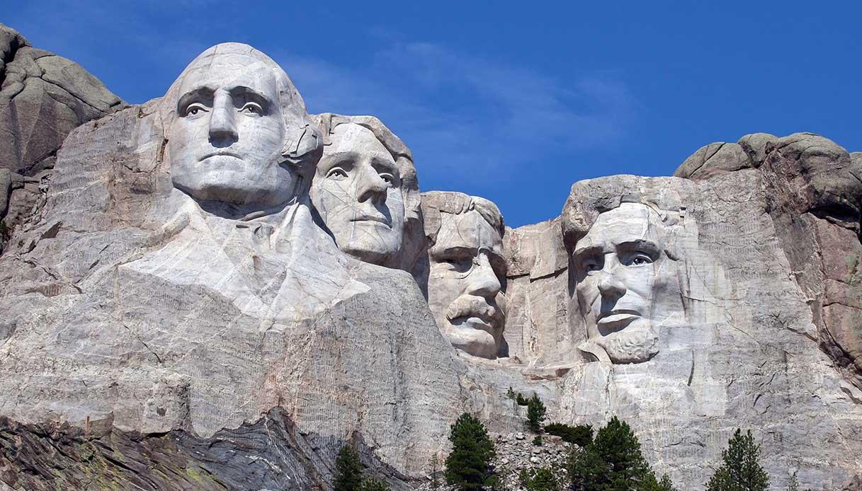 Chi sono le persone scolpite nelle rocce del monte Rushmore?