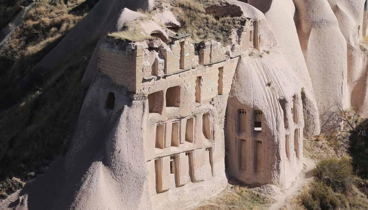Uchisar-turchia-citta-roccia