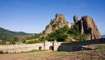 Belogradchik, la città bulgara avvolta nel mistero con le sue rocce monumentali